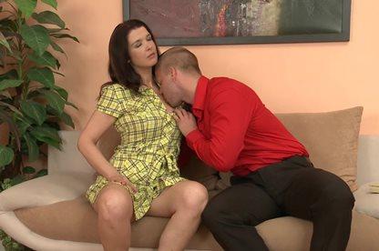 Опытная женщина и секс с молодым любовником в хорошем качестве фотоография