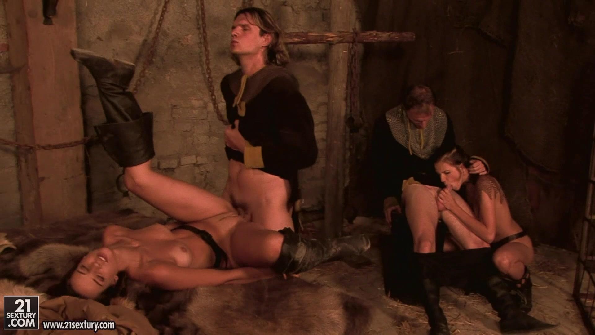Рыцари средневековья пустили по кругу девушек пленниц » Vsunul.net ...