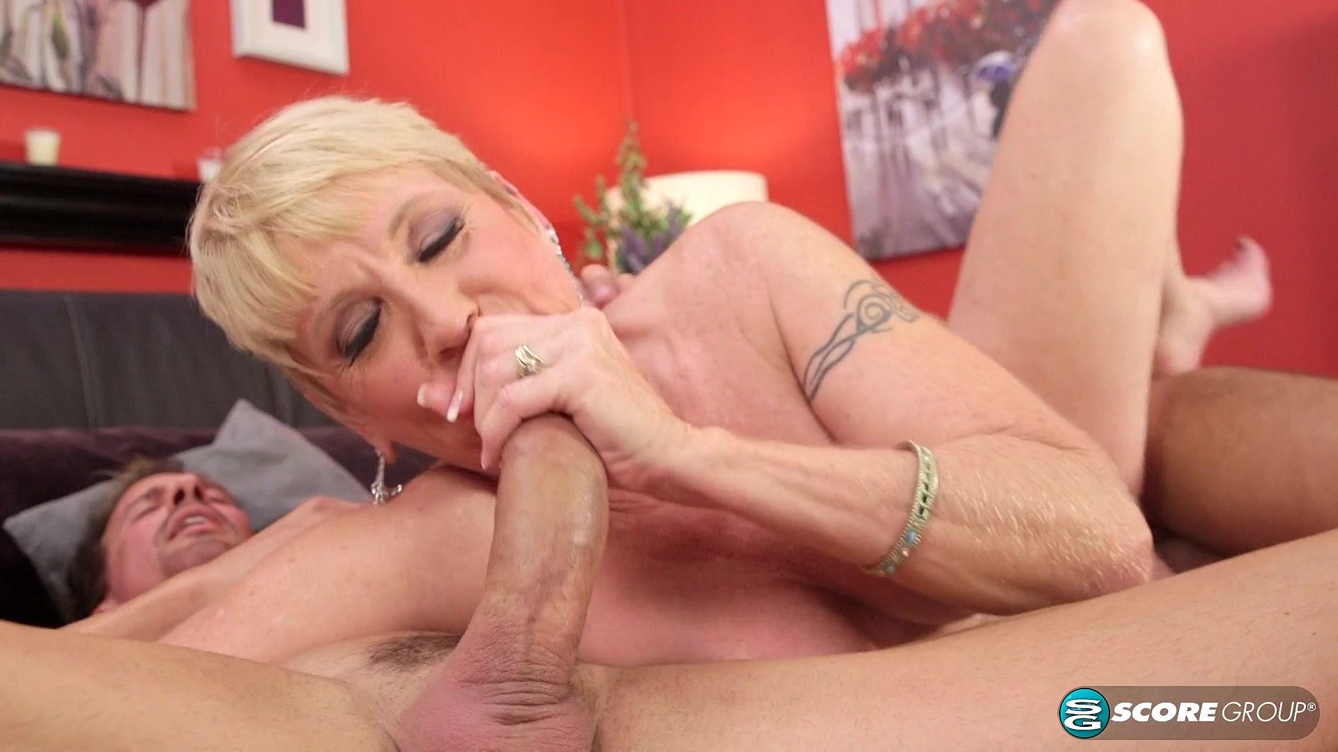 Любимую бабулю на даче онал порно видео фото 730-919