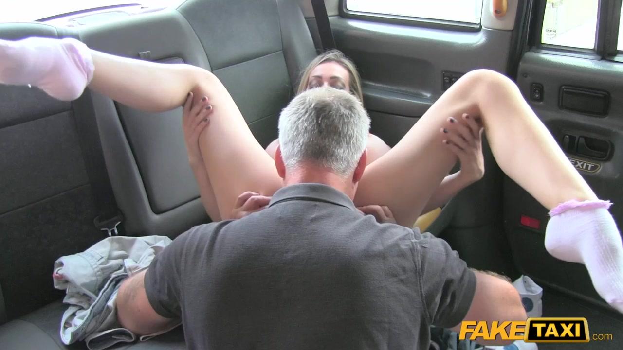 Таксист развёл девушку на секс 21 фотография