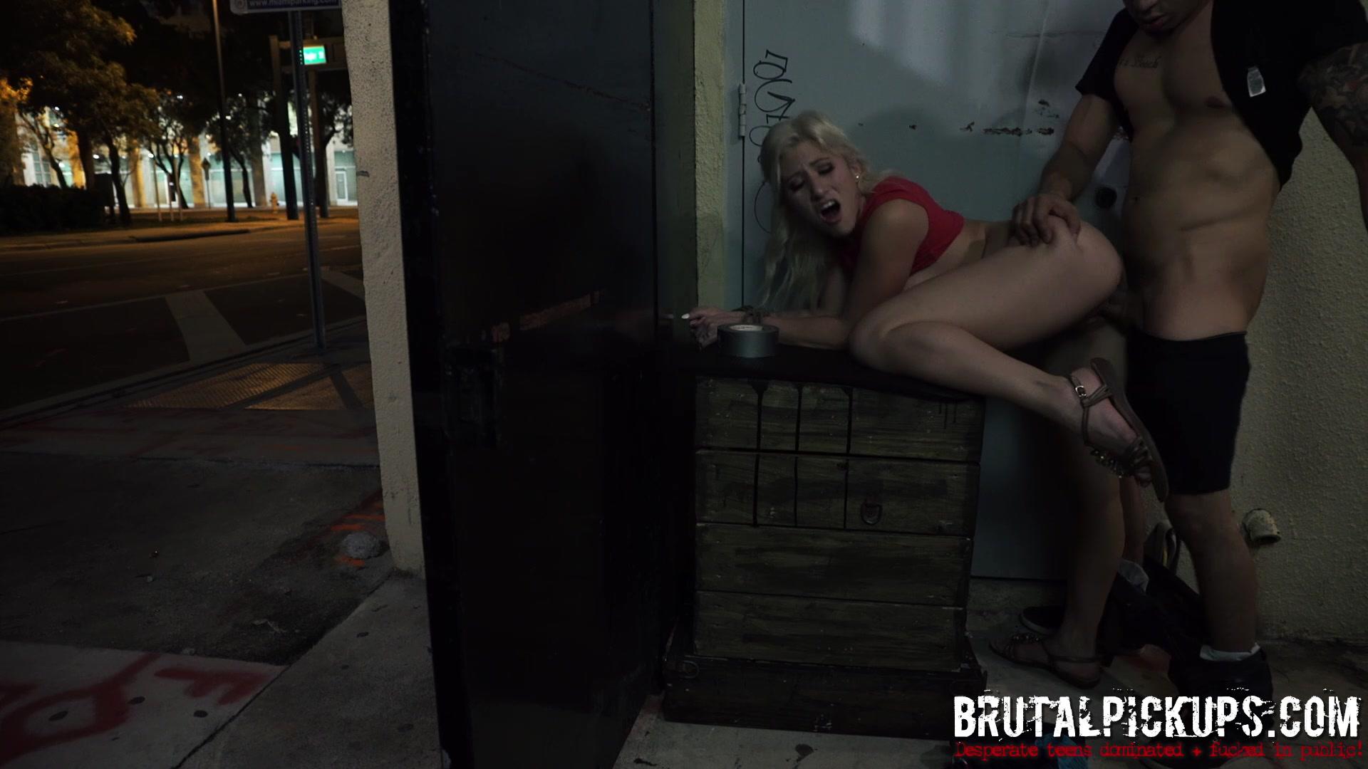 Секс в офисе с проституткой 17 фотография