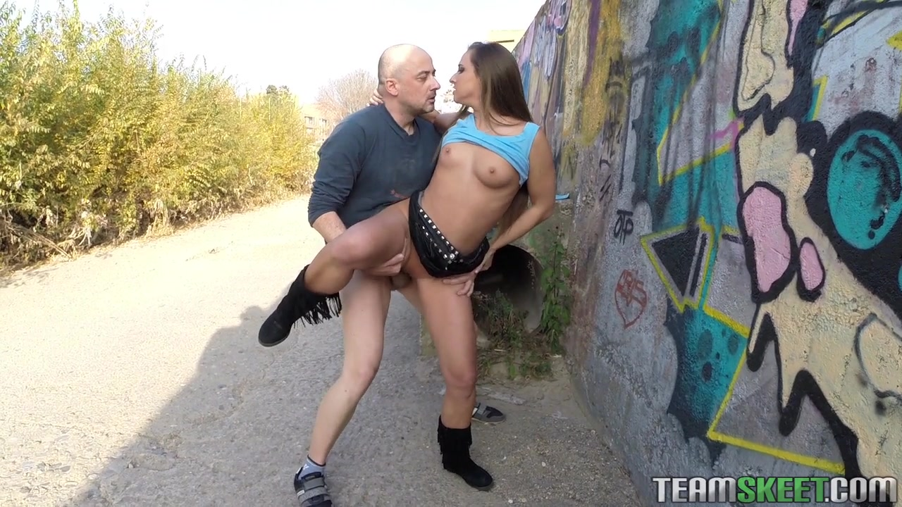 Секс красотку на улице 4 фотография