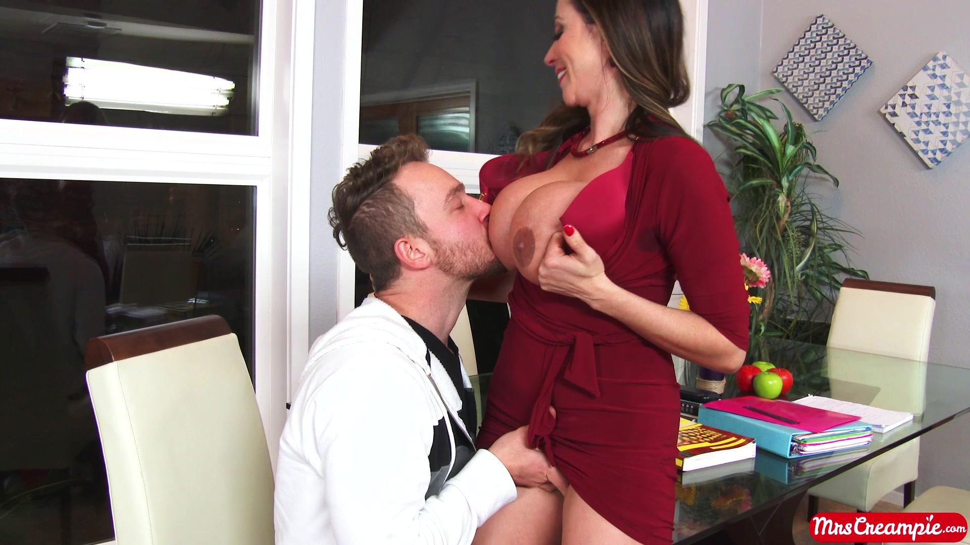 сексуальная училка пристает к студенту