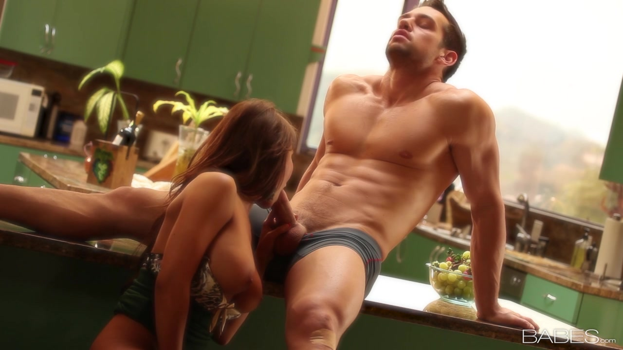 Секс жены на столе 7 фотография