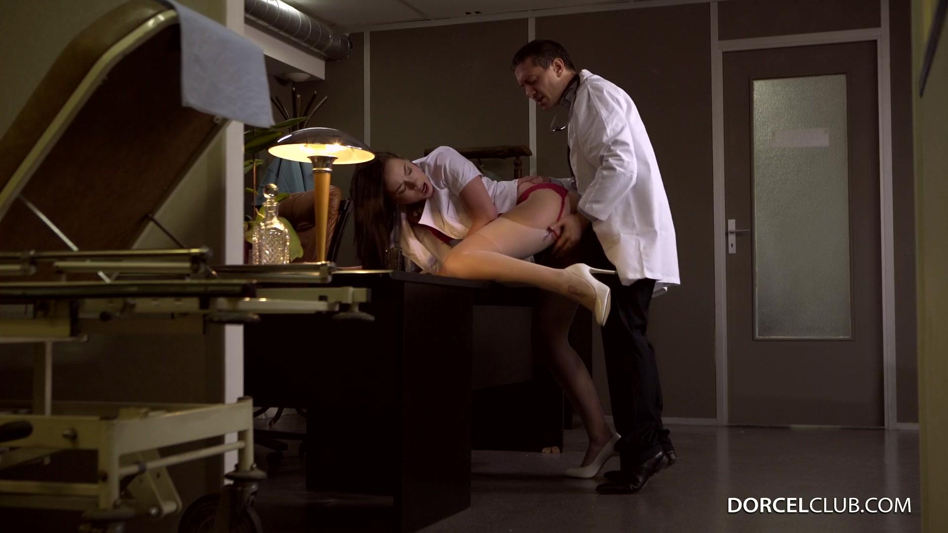 секс на столе в офисе фото
