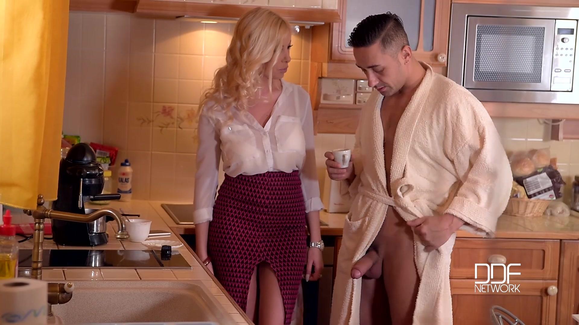 секс с мужем на кухне фото
