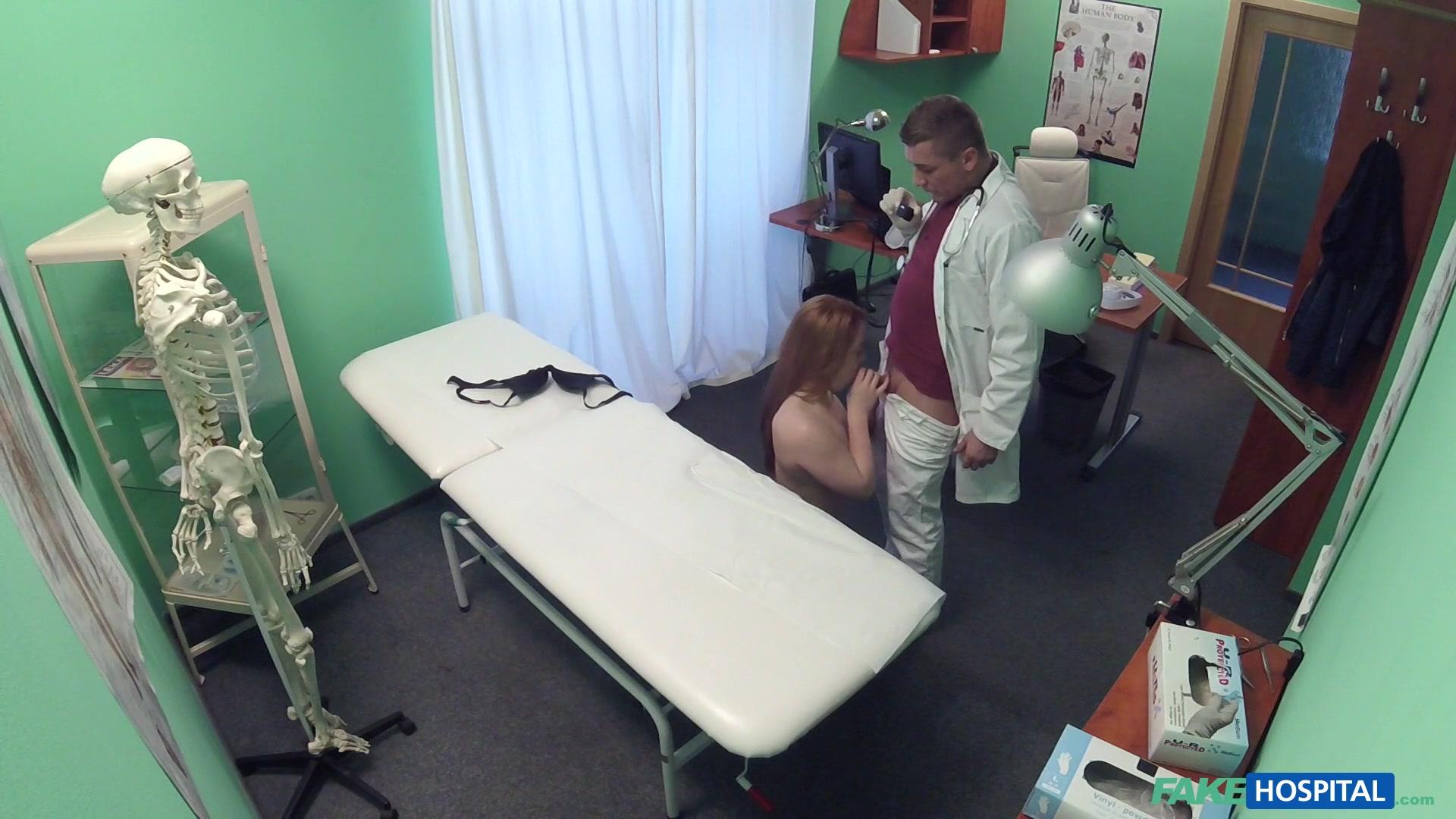 Девушка-врач и возбужденная пациентка HD