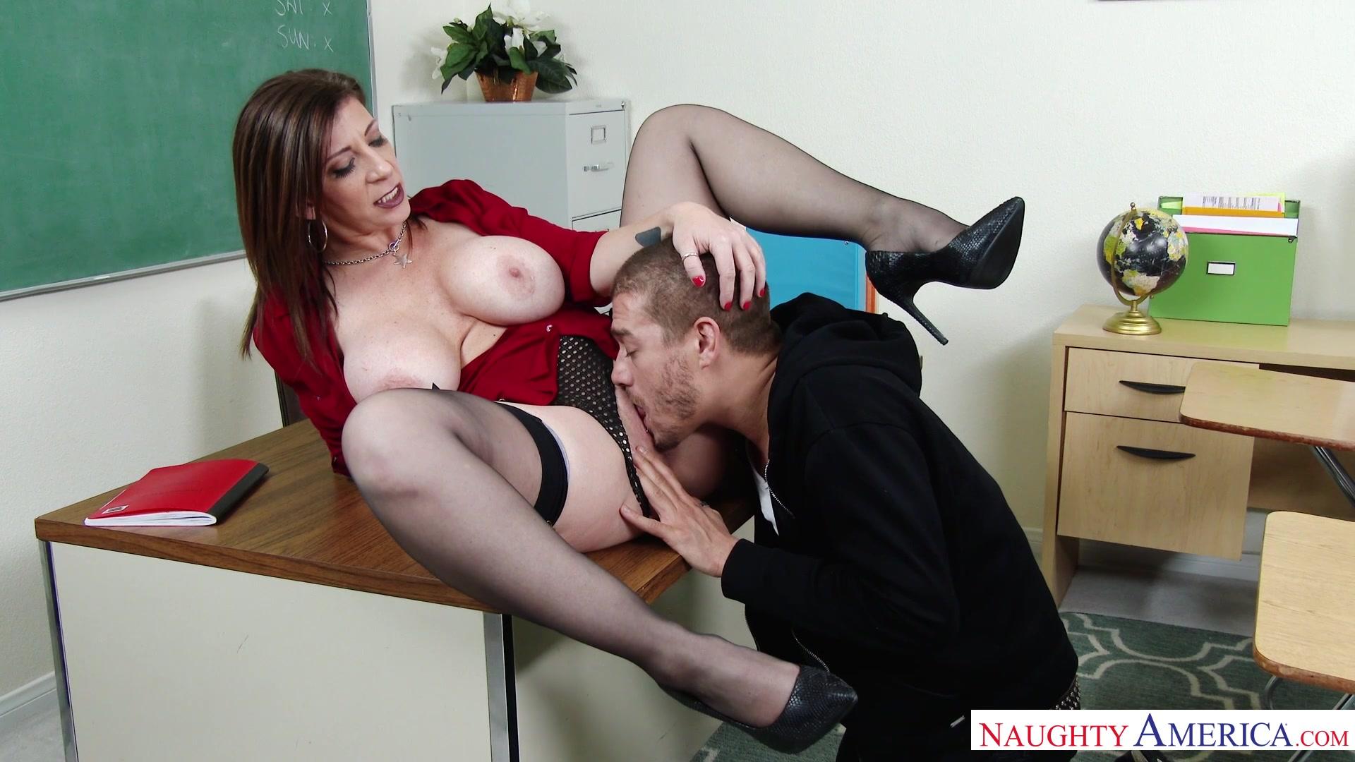 Кунилингус на уроке порно