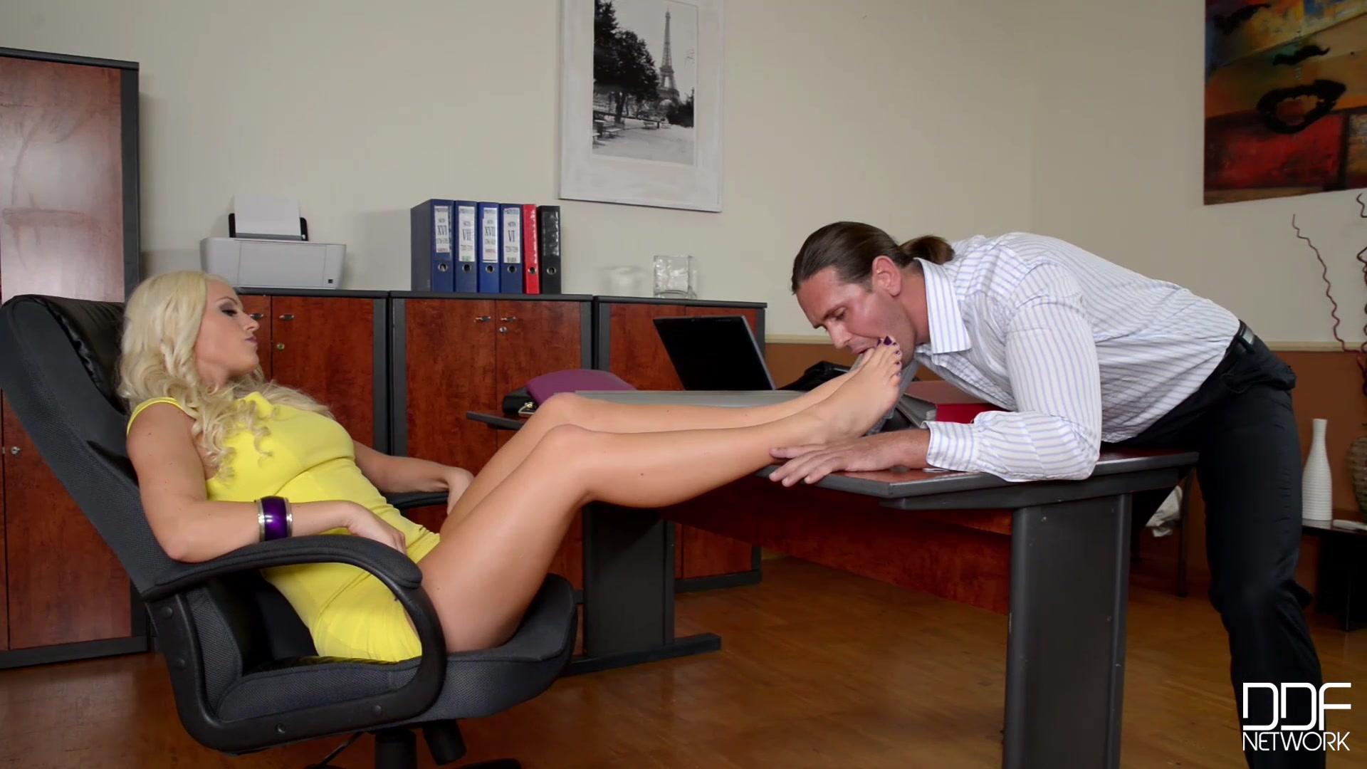 Сексуальная Секретарша Устроила Интим Прямо В Рабочее Время