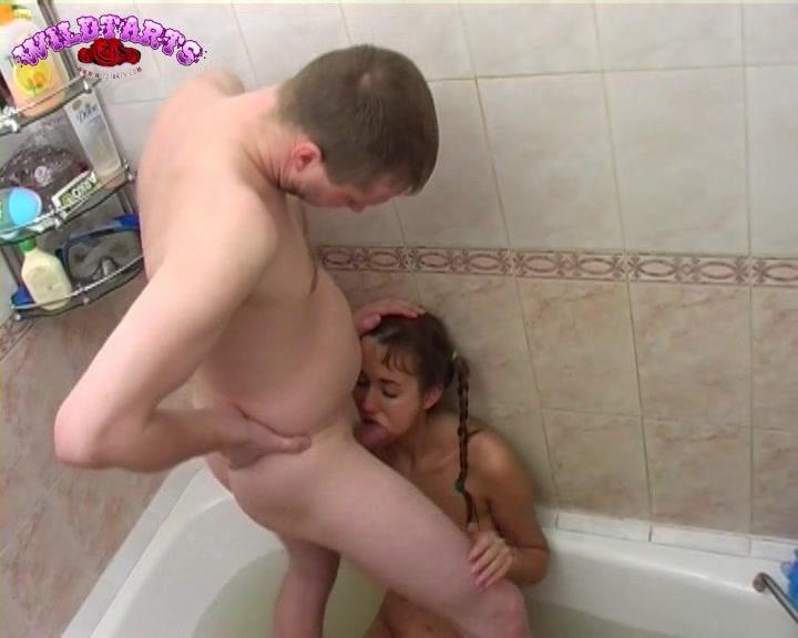порно жена мастурбирует муж подглядывает