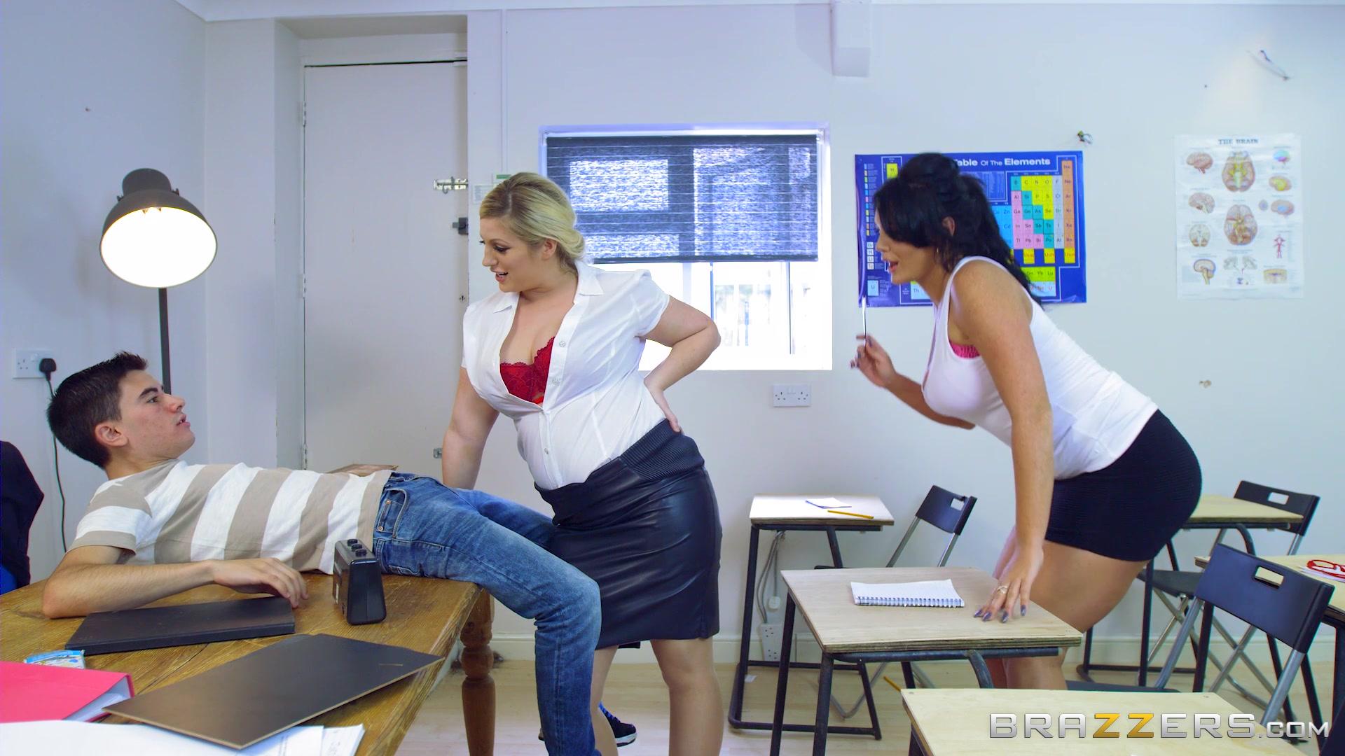 Секс В Школе На Уроке Бесплатно