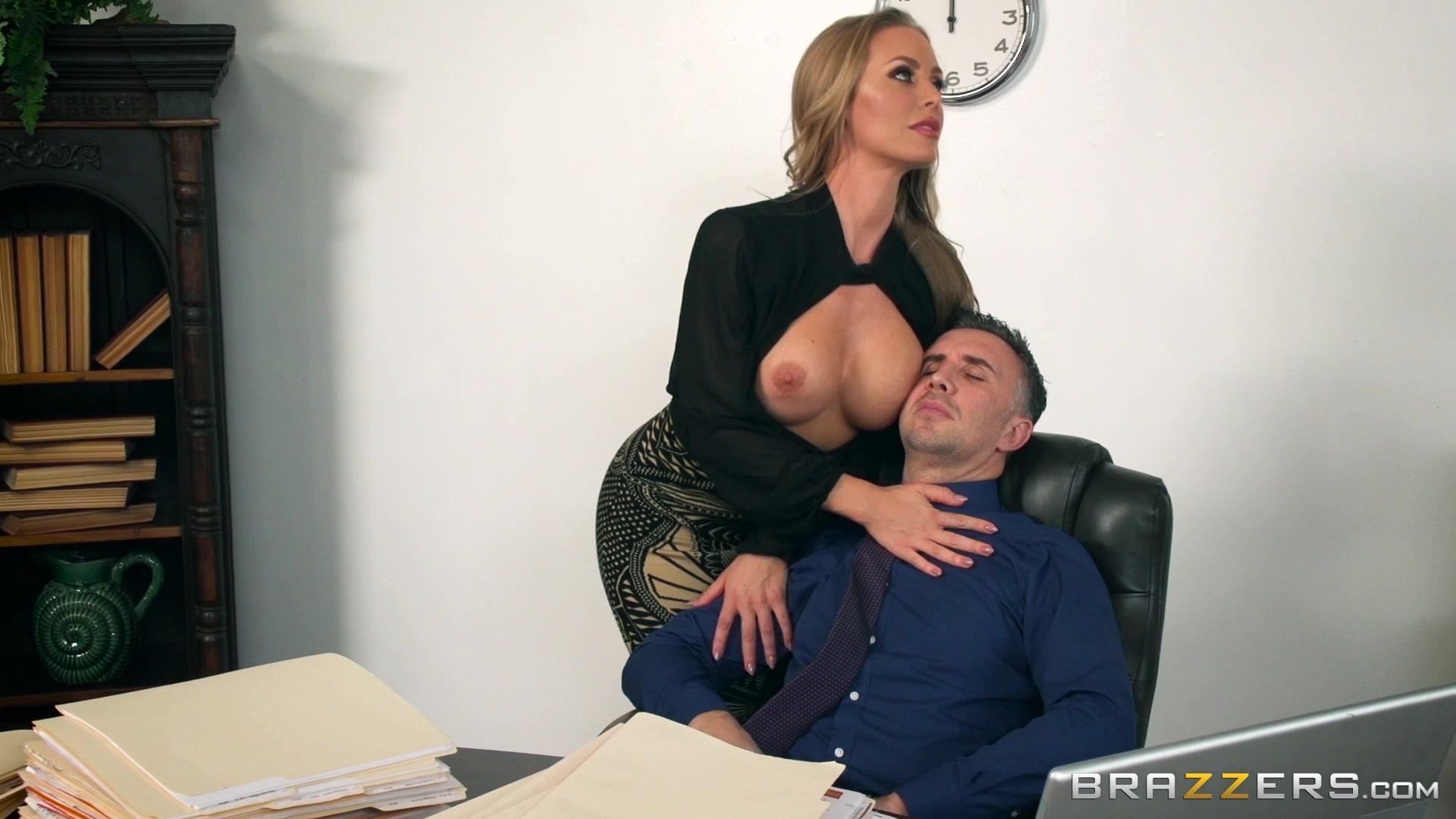 Минет секретарши в офисе